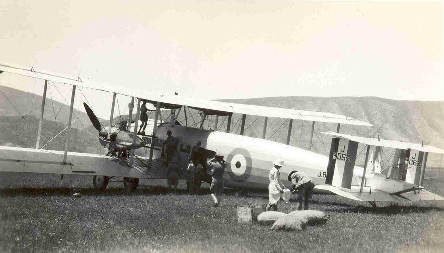 Vickers Victoria, J8065 of No 70 Squadron on the ground at Ruwanduz in Northern Iraq.